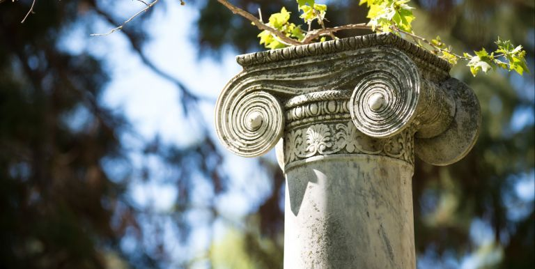 column with ivy