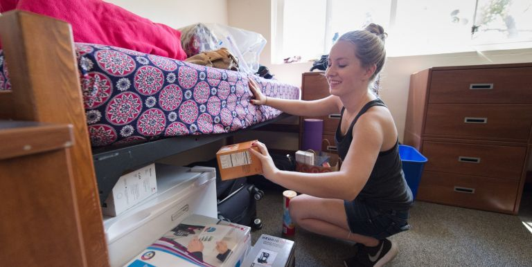 First-year honors student moves into her room